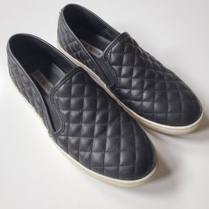 EUC | 9 | STEVE MADDEN | QUILTED SLIP ON SNEAKERS